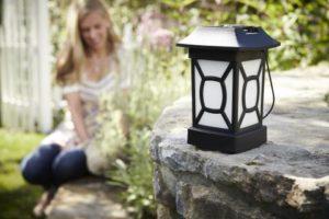 Lampion Cambridge marki Thermacell to wygodne i przenośne urządzenie na komary